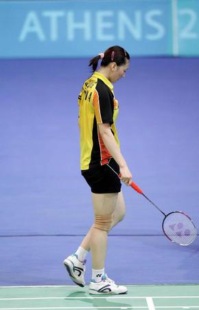 羽毛球女单比赛 龚睿那沮丧退场-2004雅典奥运会