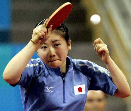 图文:乒乓球女单第四轮 福原爱奋力挥拍