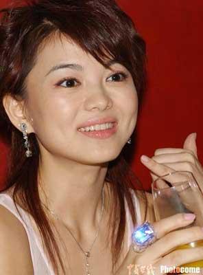 李湘正式下嫁华娱 变身时尚娱乐节目总监(图)