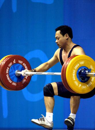 图文:举重77公斤级