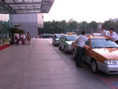 桑塔纳3000 重拳出击 欲拿下北京出租车高清图片