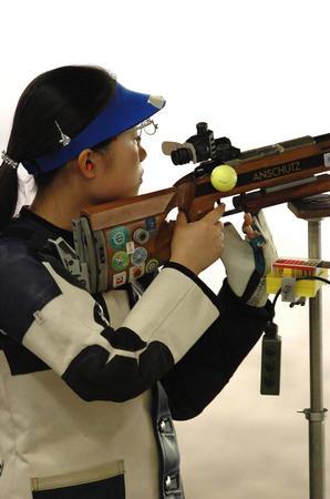 图文:女子50米三姿步枪决赛