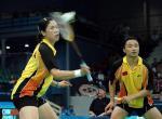 图文:羽毛球混双 张军/高��在比赛中