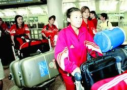 失意女足疲惫回京张海涛:道歉是应该的(组图)