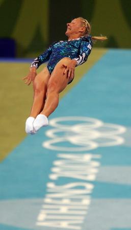 图文:女子蹦床比赛 澳大利亚的达利在比赛中
