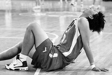 在震惊中轰然倒下--中国女篮八强告别战侧记