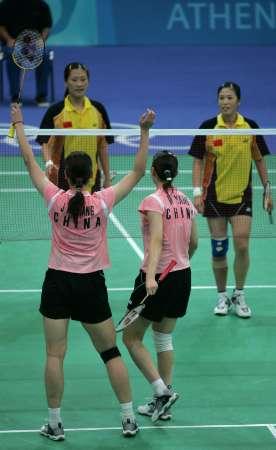 图文:羽毛球女双决赛 杨维/张洁雯欢庆胜利