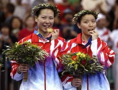 """图文:羽毛球女双决赛 张洁雯""""想吃""""金牌"""