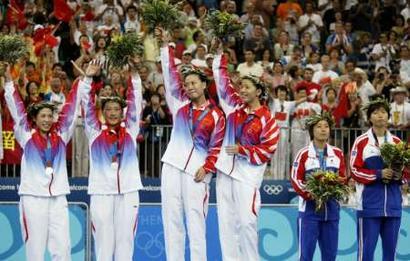 图文:羽毛球女双决赛 中国队包揽金银牌