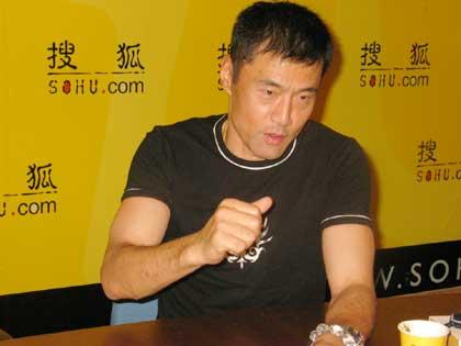图文:刘春红是中国运动员榜样 挺着胸脯拿回冠军