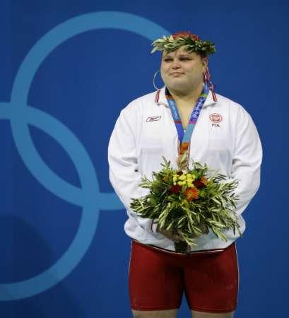 图文:女子举重75公斤比赛 可爱的波兰姑娘