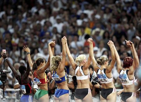 图文:奥运会田径女子七项全能800米