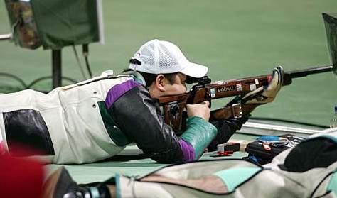 图文:男子50米步枪决赛 贾占波在预赛中
