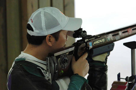图文:贾占波获50米步枪三姿冠军