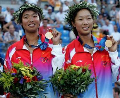 图文:网球女子双打决赛 孙甜甜李婷满脸幸福