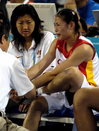 中国女篮负美国 宋晓云受伤下场