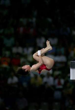 图文:女子10米跳台决赛 李婷在比赛中