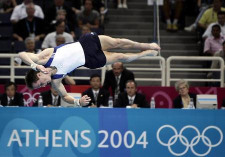 图文:加拿大选手获男子自由体操冠军