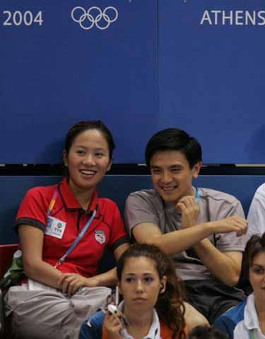 图文:乒乓球男单决赛熊倪在观战