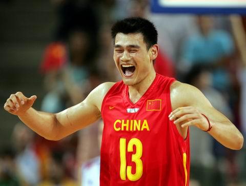 图文:男篮险胜晋级八强 姚明为胜利欢呼