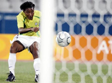 [奥运](4)足球�D�D巴西女足半决赛胜瑞典8月23日,在