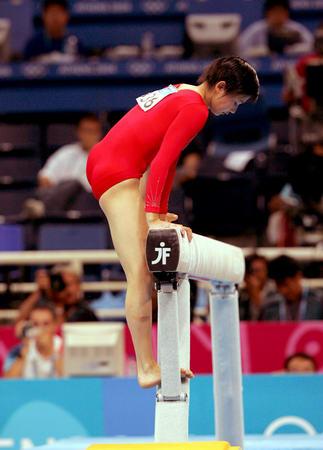 图文:奥运女子平衡木决赛 张楠失误列第六名