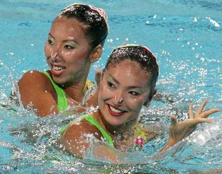 图文:花样游泳双人技术自选动作预赛