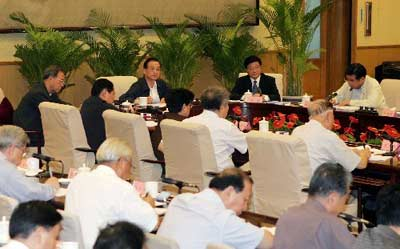 国务院总理温家宝:节约合理使用油气资源