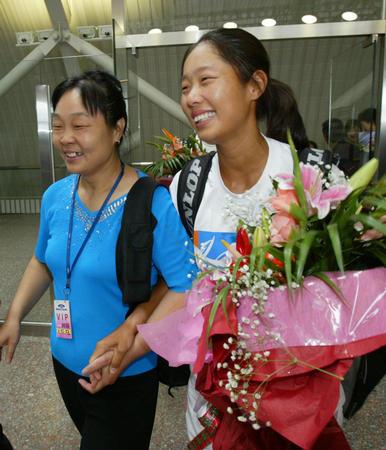 图文:奥运冠军载誉回京