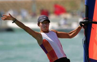 图文:女子帆板米斯特拉级决赛 殷剑获银牌