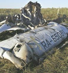 图-154客机坠毁附近到处都是飞机的残骸