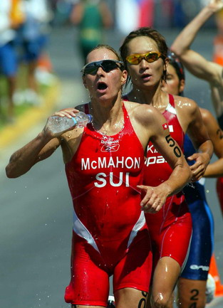 图文:女子铁人三项赛 运动员在跑步比赛中(2)