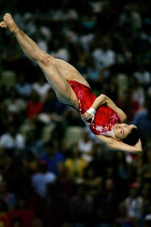 图文:女子3米板决赛 郭晶晶展示空中芭蕾