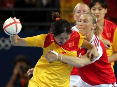 手球:图文女子丹麦VS中国中国音乐v手球24式木兰双扇春色满园选手图片
