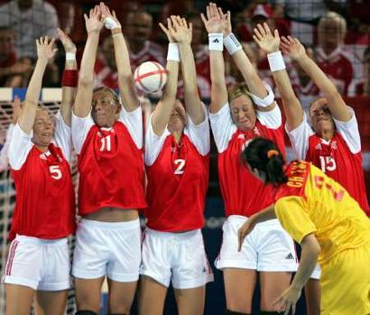 视频:手球图文丹麦VS中国中国女子攻门-2004奥运会v视频点火选手图片