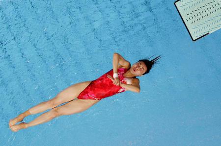 图文:女子三米板跳水