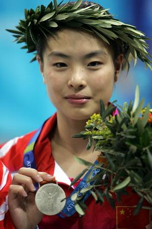 图文:女子跳水三米板决赛 吴敏霞展示银牌