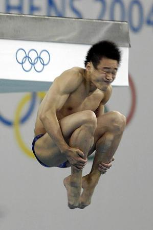 图文:男子10米台预赛