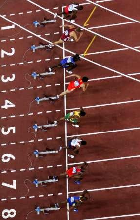 图文:男子110米栏决赛 刘翔起跑瞬间