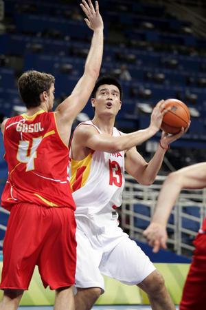 图文:中国男篮负于西班牙