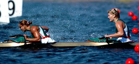 图文:女子双人皮艇500米