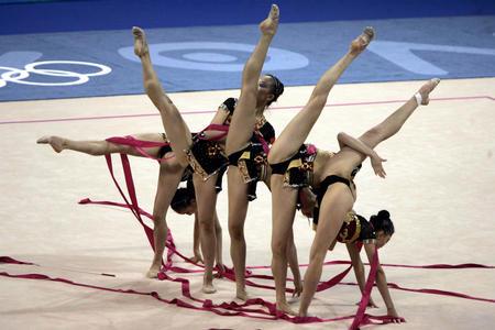 图文:艺术体操集体全能