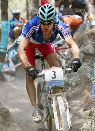 图文:山地自行车越野赛 法国阿布萨隆在比赛中