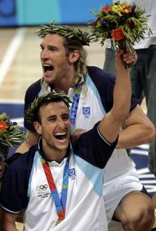 图文:男篮决赛阿根廷夺冠 胜利的喜悦