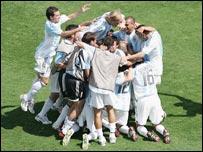 图文:阿根廷队夺取奥运会男子足球冠军