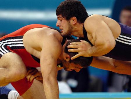 图文:摔跤男子自由式74公斤级决赛