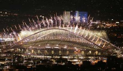 图文:雅典奥运会闭幕式表演 燃放礼花