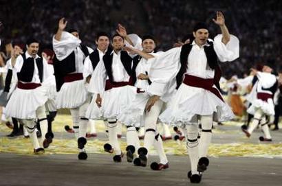 图文:雅典奥运会闭幕式表演 民族歌舞