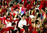 图文:奥运会闭幕式 姚明与叶莉相拥入场