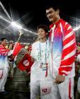 图文:奥运会闭幕式 姚明与叶莉幸福时刻
